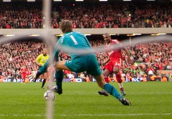 Ngog Scores past Van Der Sar